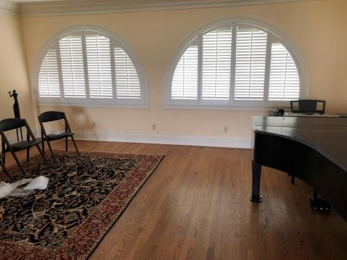 Blind Wizard - Plantation Shutters, Blinds, and Shades in West Virginia - Dual Arch Shutter